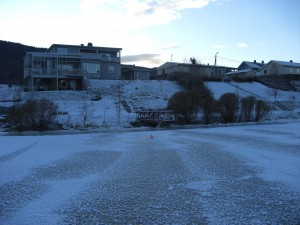 Huset vårt sett fra et stykke ut på isen