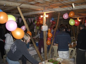 Huda fyller år med ballonger